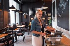 Im Erdgeschoss sind unter anderem Gastrobetriebe eingemietet – beispielsweise Jack's Cevap House . (Bild: Boris Bürgisser, Kriens 29. August 2019)