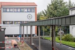 Das umgebaute Schulhaus Konstanz in Rothenburg von Aussen. (Bild: Nadia Schärli, 6. September 2019)