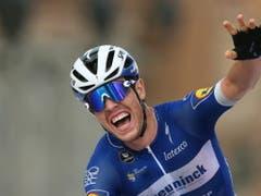 Rémi Cavagna feiert seinen Solosieg in der 19. Etappe der Vuelta (Bild: KEYSTONE/EPA EFE/JAVIER LIZON)