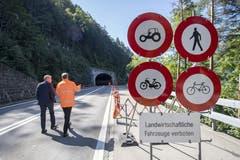 Für den Langsamverkehr bleibt die Strasse weiterhin gesperrt. (Bild: Urs Flüeler/Keystone, Sisikon, 13. September 2019)
