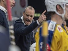 HCD-Trainer Christian Wohlwend dagegen musste mit seinem Team im Hallenstadion eine Niederlage einstecken (Bild: KEYSTONE/URS FLUEELER)