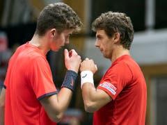 Jérôme Kym (links) wurde vom Schweizer Captain Severin Lüthi kurzfristig für das Doppel nominiert (Bild: KEYSTONE/PETER SCHNEIDER)