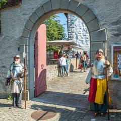Der Eingang zur Burg - ausnahmsweise streng bewacht. Bild: Christian H. Hildebrand (Zug, 15. September 2019)
