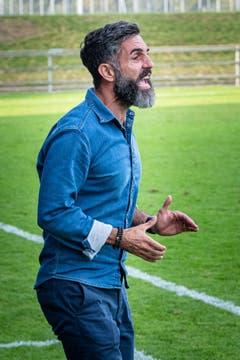 Zug-Trainer Erguen Dogru musste oftmals seinen Leuten zuschreien. (Bild: Christian H. Hildebrand, Zug, 14.September 2019)
