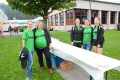 Fünf von rund 200 freiwilligen Helferinnen und Helfern. (Bild: Beat Lanzendorfer)