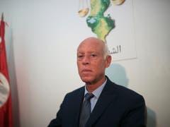 Jura-Professor Kaïs Saïed hat die erste Runde der Präsidentenwahl in Tunesien gewonnen. (Bild: KEYSTONE/AP/MOSA'AB ELSHAMY)