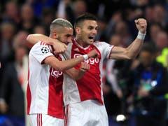 Weitere Erfolgsgaranten wie Hakim Ziyech (links) oder Dusan Tadic könnten den Klub ebenfalls bald verlassen (Bild: KEYSTONE/AP/PETER DEJONG)