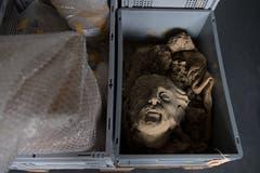 Diese Büste, wahrscheinlich von Bildhauer Richard Kissling, wurde beim Hochwasser 2005 stark beschädigt.