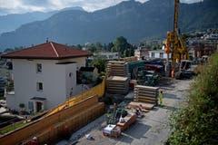 Die A2 in Hergiswil verläuft mitten durchs Dorf. Entsprechend nahe kommen die Bauarbeiten den Häusern. (Bild: Corinne Glanzmann, Hergiswil, 17. September 2019)