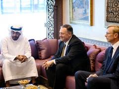 US-Aussenminister Pompeo (Mitte) führte am Donnerstag in Abu Dhabi Gespräche mit Kronprinz Mohamed bin Said Al Nahyan (l). (Bild: KEYSTONE/AP Pool AFP/MANDEL NGAN)