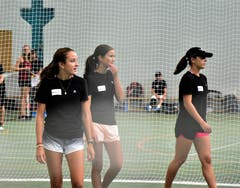 Nicht nur junge Herren, sondern auch junge Damen haben sich einen begehrten Platz als Ballkids am Laver Cup gesichert. (Bild: Alessandro Crippa)
