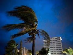 Der Hurrikan «Dorian» ist über den nördlichen Bahamas fast zum Stehen gekommen. Zerstörerische Winde mit Geschwindigkeiten von bis zu 270 Kilometer pro Stunde tobten am Montag über der Insel Grand Bahama.(Bild vom 1. September) (Bild: KEYSTONE/AP/RAMON ESPINOSA)