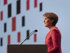 Regionale Online-Medien brauchen Unterstützung: Bundesraetin Simonetta Sommaruga spricht an der nationalen Konferenz Digitale Schweiz 2019 im Congress Center in Basel. (Bild: KEYSTONE/GEORGIOS KEFALAS)