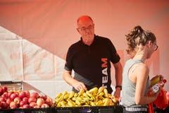 Im Ziel wartet für die Läufer diverse Früchte. (Bild: Jakob Ineichen, Willisau, 21. September 2019)