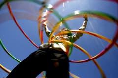 Hooping anlässlich des 50. Geburtstages des Hula Hoops im 2008 (Bild: Keystone)
