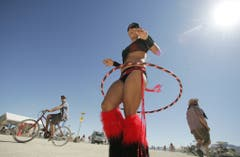Festivals wie das Burning Man in der Wüste Nevadas verbreiten den Hoop-Trend. (Bild: Keystone)