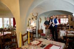 Den rustikalen ehemaligen «Schlosskeller» im alten Brünig haben die neuen Gastgeber augenzwinkernd in «Irrenhaus» umbenannt: «Unser Lokal ist alles andere als normal.» (Bild: Corinne Glanzmann, Hergiswil, 24. September 2019)