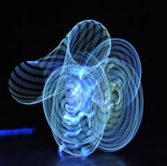 Hoop-Spektakel mit LED-Reifen. (Bild: Facebook/Mar Illion)