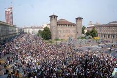 Auch in Turin gingen Tausende auf die Strasse. (EPA/ALESSANDRO DI MARCO)