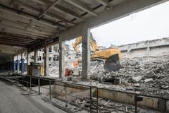Die Abbrucharbeiten laufen auf Hochtouren. (Bild: PD/Beat Bühler, Zürich)