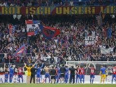 Die Basler Spieler werden von den Fans wieder gefeiert (Bild: KEYSTONE/PETER KLAUNZER)