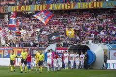 Die Teams kommen auf das Spielfeld vor dem Super League Spiel zwischen dem FC Basel und dem FC Luzern im Stadion St. Jakob-Park in Basel. (Bild: KEYSTONE/Peter Klaunzer, Basel, 29.09.2019)