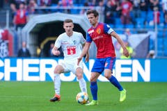Silvan Sidler (Luzern) gegen Valentin Stocker (Basel) (Bild: Martin Meienberger/freshfocus)