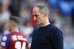 Luzerns Cheftrainer Thomas Haeberli auf dem Weg in die Pause. (Bild: KEYSTONE/Peter Klaunzer, Basel, 29.09.2019)
