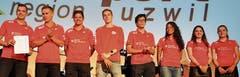 Zum dritten Mal innert fünf Jahren Schweizer Meister: Das NLA-Badminton-Team wird mit dem Sonderpreis geehrt.