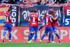 Basel jubelt nach dem Tor zum 1:0 (Bild: Martin Meienberger/freshfocus)