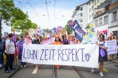14. Juni 2019: Der Frauenstreik – eine halbe Million Frauen auf der Strasse. Solch eine Demo hat die Schweiz schon lange nicht mehr gesehen. Ein halbe Million Frauen gehen in verschiedenen Schweizer Städten auf die Strasse um für mehr Gleichstellung zu protestieren. Auch das Parlament legt eine Viertelstündige Pause ein. Die Gleichstellung wird neben dem Klima zum Top-Thema bei den Wahlen. (Bild: Keystone)