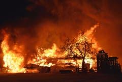 Das Gebäude brannte vollständig nieder. Der entstandene Sachschaden kann derzeit nicht beziffert werden. (Bild: Luzerner Polizei, Rothenburg, 29. September 2019)