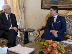 Der designierte Ministerpräsident Giuseppe Conte (r) ist am Mittwoch mit Staatspräsident Sergio Mattarella zusammengetroffen. (Bild: KEYSTONE/EPA Quirinale Palace/PAOLO GIANDOTTI / QUIRINALE P)