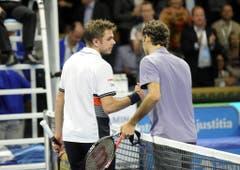 2010: Viertelfinal Stockholm: Federer s. Wawrinka 2:6, 6:3, 6:2Bekanntes Bild und trotzdem zwei Premieren: Wawrinka gratuliert Federer zum sechsten Mal im siebten Aufeinandertreffen. Zum ersten Mal gewinnen beide Spieler mindestens einen Satz und Federer ist zum ersten Mal nicht die Weltnummer 1, als er Wawrinka schlägt. (Bild: Keystone)