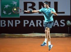 2015: Halbfinal Rom: Federer s. Wawrinka 6:4, 6:2Der Federer-Express ist in horrendem Eilzugstempo unterwegs. Nach mehreren knappen Matches in den Begegnungen zuvor macht Federer in der italienischen Hauptstadt kurzen Prozess. Die Partie dauert gerade einmal 55 Minuten. (Bild: Keystone)