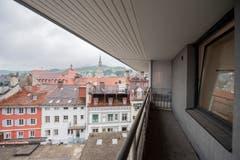 Blick Richtung Altstadt: Auf Augenhöhe mit kurligen Dachterrassen... (Bild: Urs Bucher - 21. August 2019)