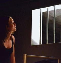 In der Haftanstalt Lokremise werden auch die Besucherinnen und Besucher wie Gefangene behandelt.