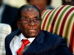 Vom Befreiungskämpfer zum Diktator: Robert Mugabe führte Simbabwe von 1987 als Präsident mit zunehmend harter Hand. 2017 wurde er gestürzt. (Bild: KEYSTONE/AP/THEMBA HADEBE)