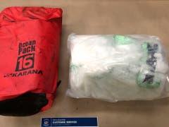 Verpackt in kleine Tüten wurden 469 Kilo Crystal Meth in einem Container mit Elektromotoren nach Neuseeland eingeführt - nach der Entdeckung durch den Zoll und mehreren Hausdurchsuchungen wurden zwei Kanadier und ein Neuseeländer festgenommen. (Bild: KEYSTONE/AP NZ CUSTOMS)