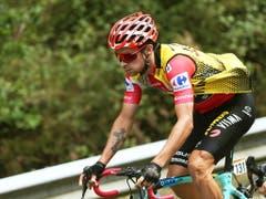 Der Slowene Primoz Roglic führt die Gesamtwertung der Vuelta nach 13 von 21 Etappen ungefährdet an (Bild: KEYSTONE/EPA EFE/JAVIER LIZON)