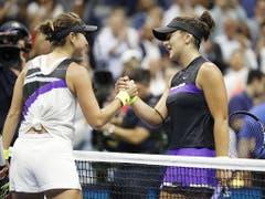 Im Halbfinal hatte auch Belinda Bencic (li.) Andreescus Stärke zu spüren bekommen (Bild: KEYSTONE/EPA/JOHN G. MABANGLO)