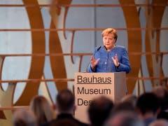 Für die deutsche Kanzlerin Angela Merkel steht das Bauhaus für eine Avantgarde, die heute noch sehr gefällt. (Bild: KEYSTONE/AP/JENS MEYER)