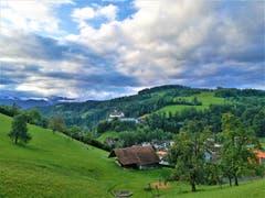Die Wolken lockern sich über dem Kloster Werthenstein auf. (Bild: Urs Gutfleisch, Werthenstein, 9. September 2019)