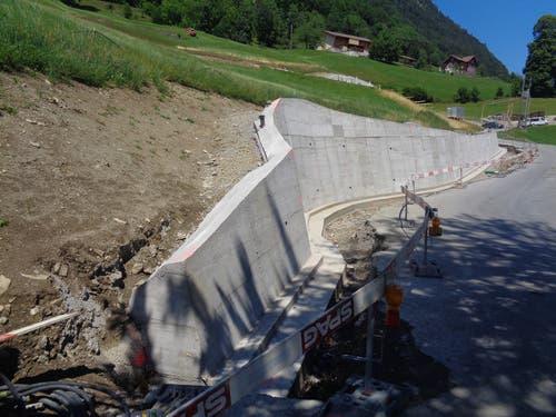 Die Stützmauer ist fertig betoniert. (Bild: PD)