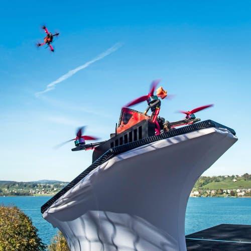 Rasant: Beim Start beschleunigen die Drohnen innert Sekunden auf ihre Höchstgeschwindigkeit. (Bild: Ueli Frey)