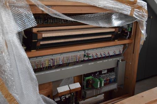 Die neue Orgel enthält auch viel Technik.