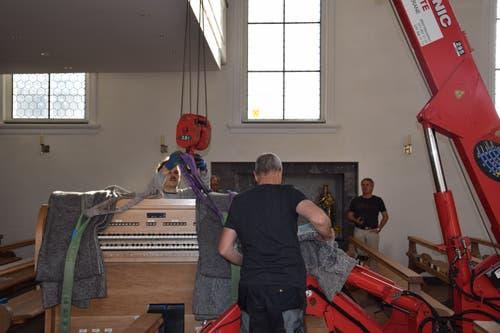 Vor dem Flug heisst es auch für die Orgel: Bitte anschnallen.