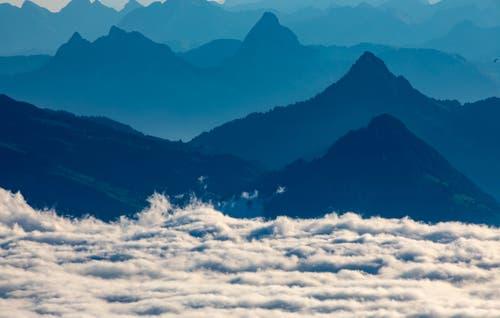 Ist das nun Wellengang am Strand oder Nebelsuppe in den Bergen? (Bild: Hardy Konzelmann (Pilatus, 10. Oktober 2018))