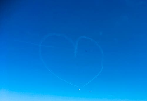 «Verliebte Flieger» titelt unser Leser. (Leserbild: Ueli Grossenbacher, Luzern, 13. Oktober 2018)