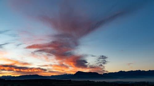Sonnenaufgang mit Blick Richtung Rigi. (Bild: Stefan Kunz (Hohenrain, 12. Oktober 2018)
